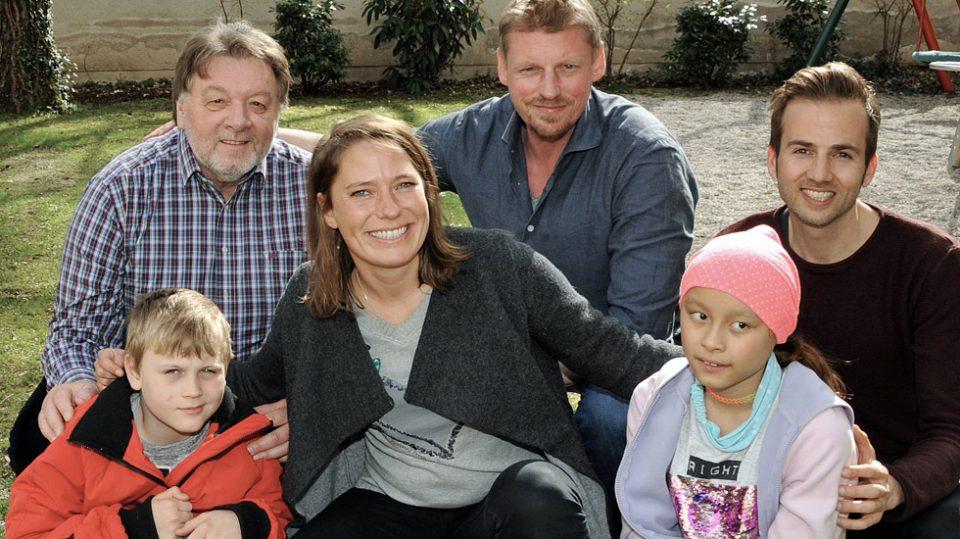 Leinenlos Hundetraining - Besuchshunde vor Ort bei Familien mit Martin Gruber (Der Bergretter)