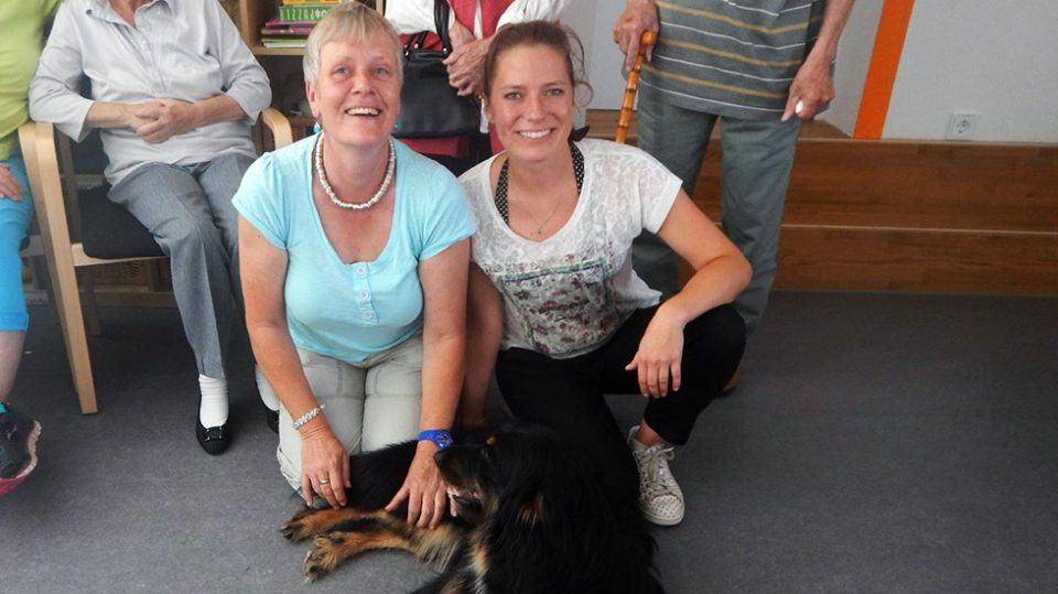 Leinenlos Hundetraining - Gruppenbesuchshunde bei Senioren